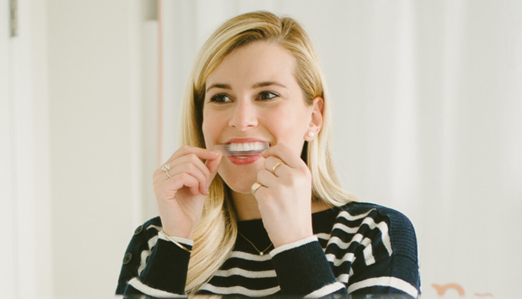 Step-by-Step Crest 3DWhitestrips Instructions